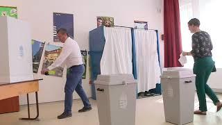 F. Kovács Sándor szavaz