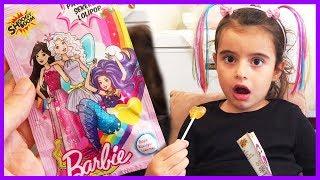 Barbie Patlayan Şekerli Lolipop Paketi Açtık, Tadına Baktık l Eğlenceli Çocuk Videosu
