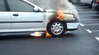 Marcouville : voiture en feu