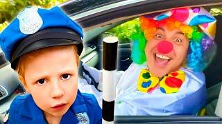 Nastya pretenden jugar a la policía, Historias divertidas paraniños