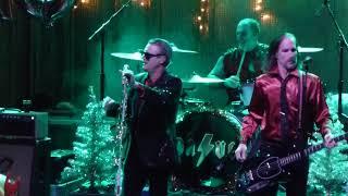 Me First and the Gimme Gimmes - Intro: Feliz Navidad / Karma Chameleon - SANTA ANA