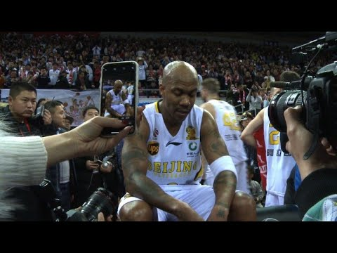 Stephon Marbury bids teary adieu to basketball