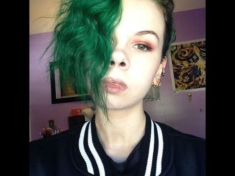 dye hair emerald green