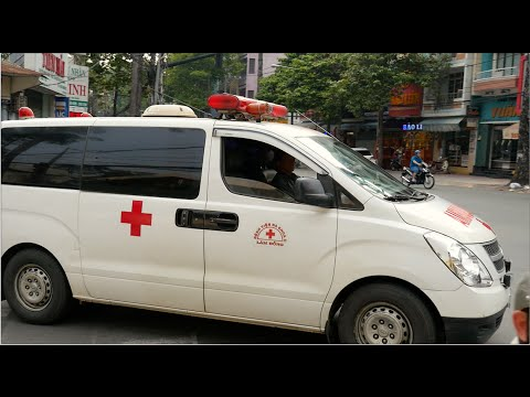 Ambulance Responding With Lights & Siren in Ho Chi Minh City (Vietnam)