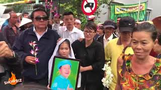 Cập nhật đám tang Khánh Nam  người dân đứng kín đường dưới mưa đưa tiễn nghệ sĩ Khánh Nam