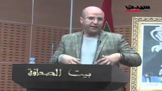 أستاذ علم الاجتماع  عبد الله أبو عوض أثناء مداخلته في ندوة 'البطالة الجامعية و الحلول المقترحة