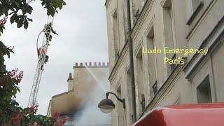 Pompiers de Paris incendie d'immeuble avec Toiture Paris Fire Dept on scene structural Fire