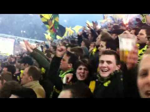 BVB : Köln 1:0 (4.3.2011) Vor dem Spiel - Einmarsch der Mannschaft