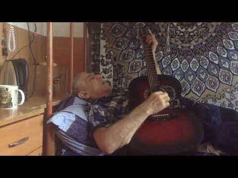 Дедушка узбек поёт блатные песни