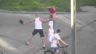Boks VS Kickboxing. Solówa pod blokiem. Niesnaska