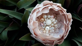 ✔✔MAYRA LEÓN✔✔ Flor de tela razo de novia CON PLIEGUES