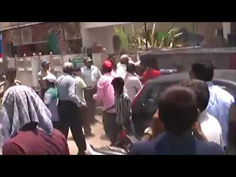 Fight between Vadodara Municipal Corporation staff and locals in barodaa