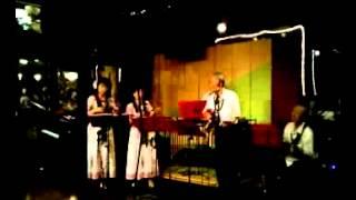 ハワイアンバンド「アロハファミリーズ」の中延「ボナペティ」ライブでオリジナル曲「南の風」を演奏しました。 戦前の草分け的なハワイアンバンド(活躍していた当時は「南海 ...