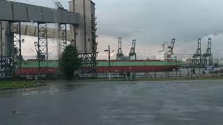 Navio manobrando no Porto de Santos.