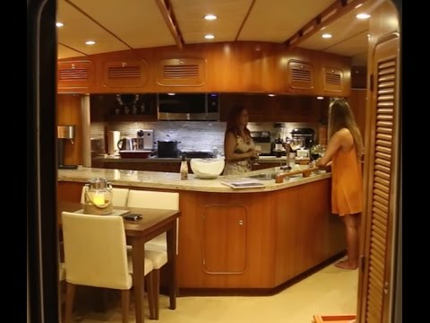 La Vagabonde checks out a Power Yacht! (Sailing La Vagabonde) Ep. 62