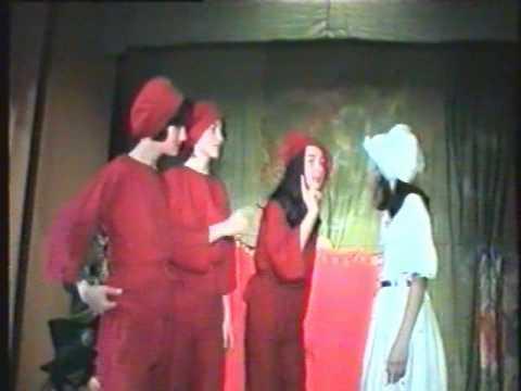 Vrajitorul din OZ - part 3 - La vrajitoa Rosie -Teatrul Insira-te ...