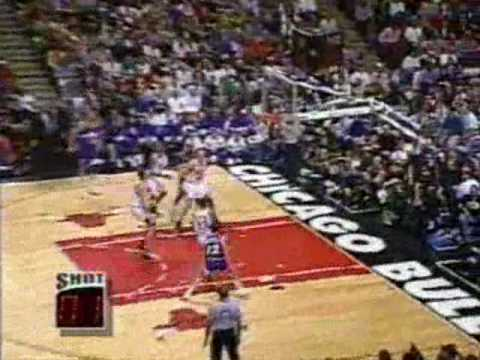 Luc Longley monster block on Greg Ostertag