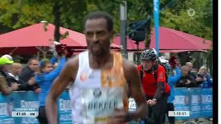 Бекеле почти побил рекорд Кипчоге на марафоне
