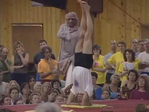 Ширшасана стойка на голове йога Айенгара. Правильное выполнение