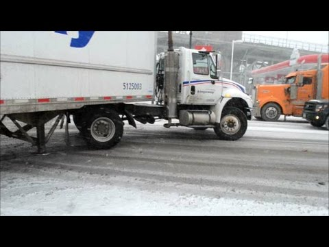 CANADIAN TRUCKING IN MONTREAL QUEBEC WINTER