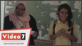 بالفيديو ناخبة تصطحب ابنتها خلال الإدلاء بصوتها فى جولة الإعادة بإمبابة