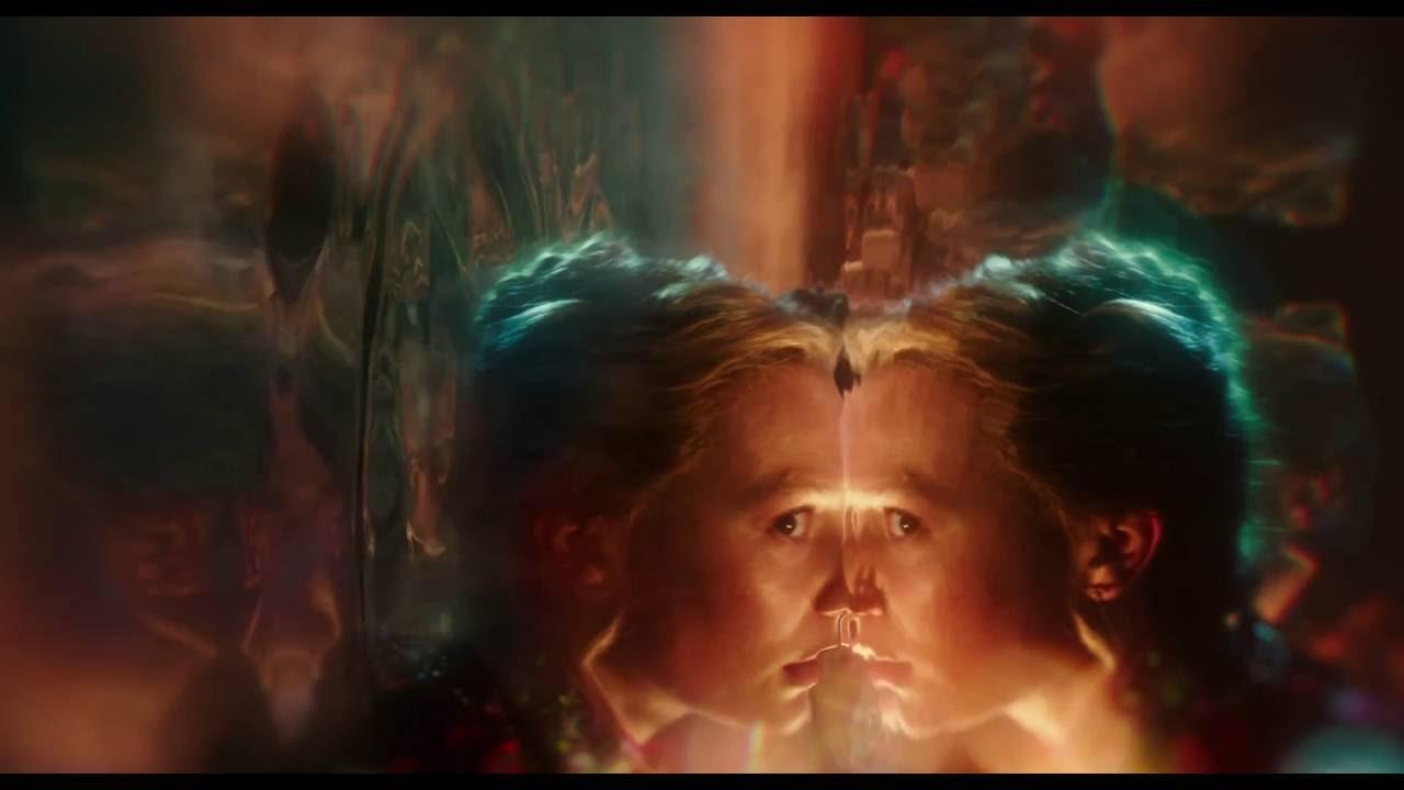 Alice attraverso lo specchio il passaggio attraverso lo specchio clip dal film hd youtube - Film alice attraverso lo specchio ...