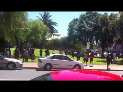 Alice Springs aboriginals fight and scream outside court