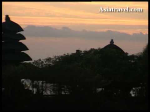 Tanah Lot Temple, Bali by Asiatravel.com