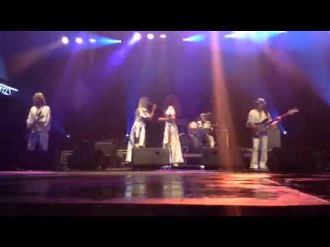 """ABBA Gold Europe (UK) Plays ABBA """"Dancing Queen"""""""