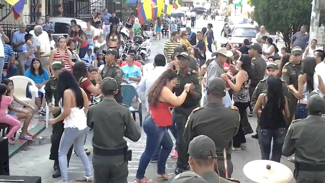 De rumba en la cuadra del barrio la base cali colombia 2a for Barrio el jardin cali colombia
