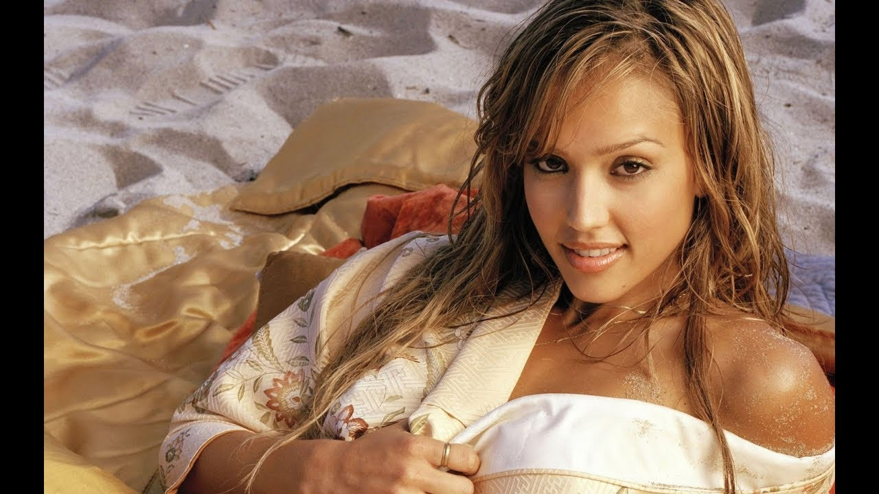 Top 10 Hottest Women Alive 10 Hottest And Sexiest Women In The World