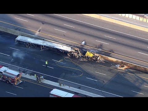 Fatal truck fire shuts down part of Highway 401 in Toronto