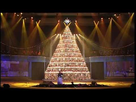 What Child Is This? - 2012 Bellevue Singing Christmas Tree - YouTube