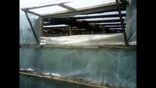 Как построить зимнюю теплицу больших размеров.(В видео я показал конструктив теплицы и некоторые секреты выращивания огурцов. Выращивание огурцов в тепли..., 2014-05-19T10:39:49.000Z)
