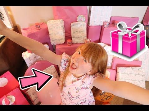ESMÉS 8th BIRTHDAY MORNING OPENING PRESENTS!! 🎊🎉🎠