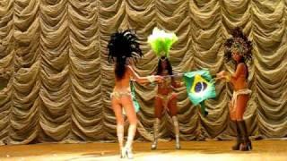 Девочки танцуют!  Красивые попы из Бразилии!