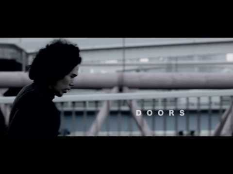 UHNELLYS - DOORS(Official