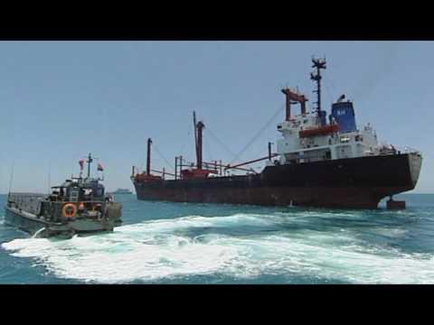 Hr. Ms. Johan de Witt escorteert voedseltransport voorbij Somalië