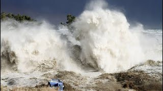 Неожиданная волна смыла всё(все камни). Цунами