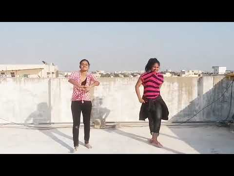 Awesome Mass Dance Performance by College Girls