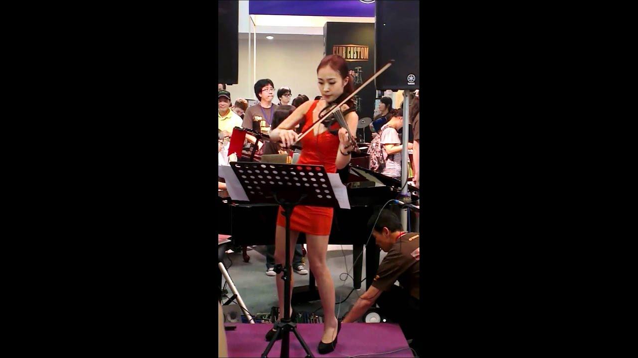 2012臺北世貿樂器展-國北教美女小提琴手 - YouTube