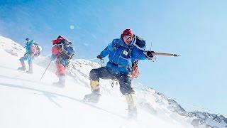 エベレストで遭難死した後輩の遺体を回収するため、命懸けの登山に挑ん...
