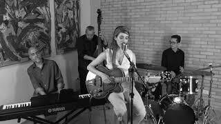 Lucia Zorzi & Sampaname Jazz Trio - La chanson de Maxence ( You must believe in Spring)