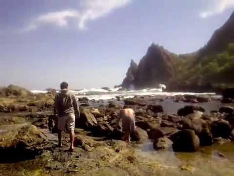 pantai-watu-lumbung-yang-eksotis-dan-masih-perawan