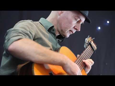 Mad World - Classical Guitar - Played By Dave Carter (www.lefunk.co.uk)
