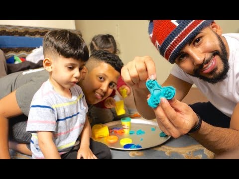 WE MADE A FIDGET SPINNER!!! (WITH PLAY DOH)
