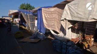 В Астрахани на Больших Исадах демонтировали 10 незаконных торговых точек