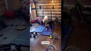 Exercice 3 45 secondes de chaque exercice 30 secondes de pause Thruster Row Crossback Lunges Planche Je refais le tout 4 fois *2 x 20lbs pour le premier ...