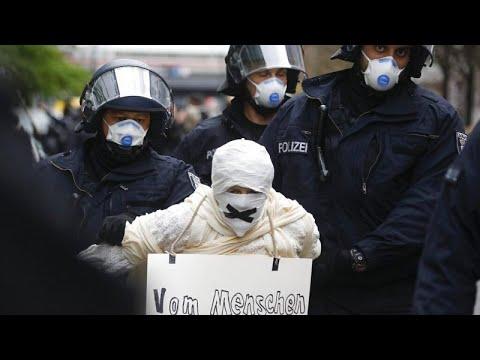 Coronavirus: manifestation contre les mesures de confinement à Berlin