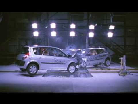 ► Renault Crash Test Scenic VS Clio (2005)